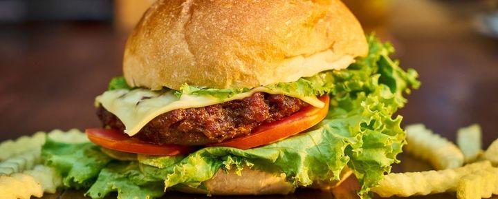 Carne sintetica, la battaglia di Confagricoltura per la trasparenza continua